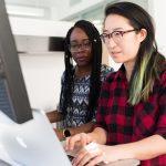 很多申请人利用 快速通道 取得加拿大永久居留权。成功案例之一:申请人提交EE申请时31岁,单身申请,雅思听力7,阅读7,写作7,口语7。有国内工作经验。加拿本科学位,累计1年的B类工作经验。计划申请 加拿大 CEC (即 加拿大经验类移民 )项目的同时,也在积累工作经验。申请人工作满一年后即入EE池中,入池两周后,超过 加拿大 ee 邀请 分数 线,即获得联邦CEC移民邀请 。