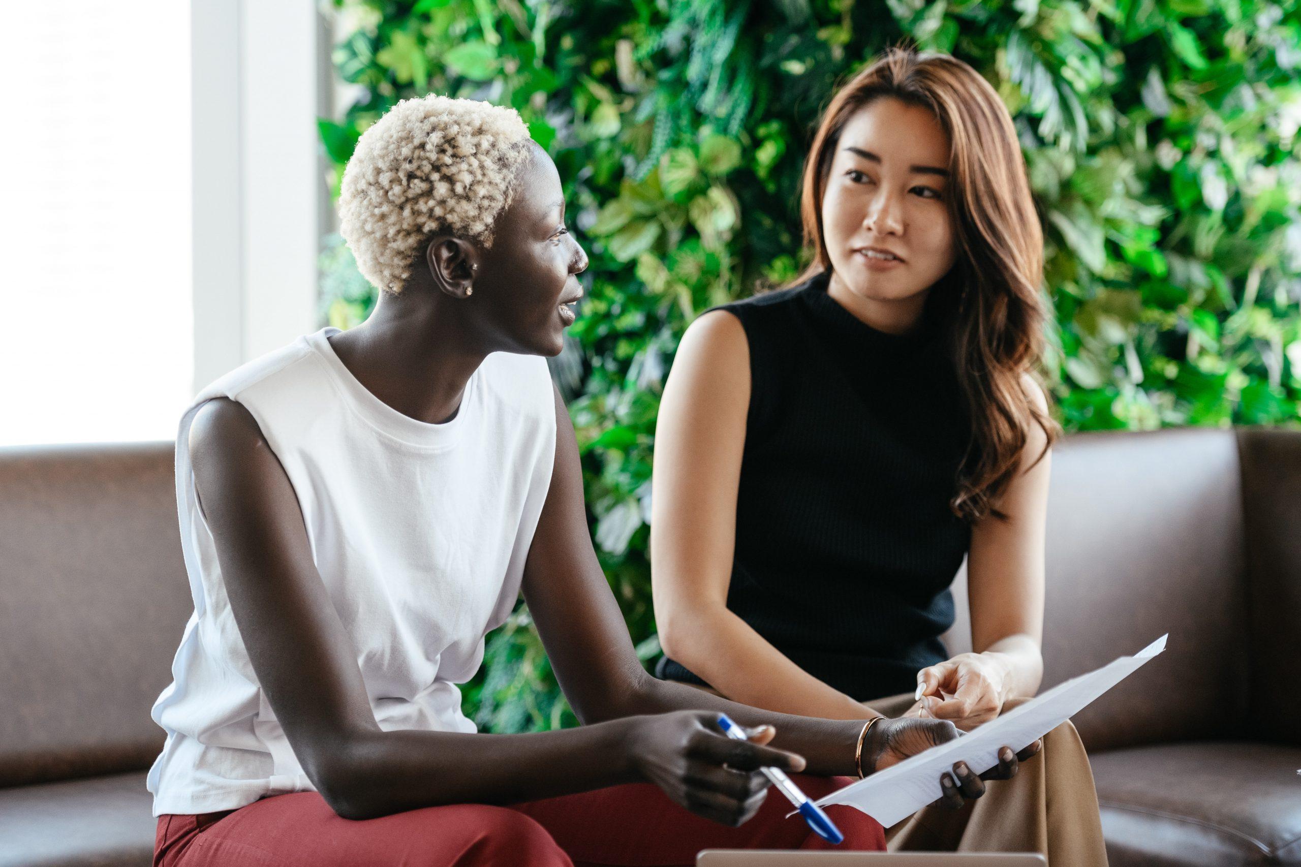 加拿大联邦创投移民项目(Start-Up Visa Program)旨在吸引有技术专长和创业潜能的企业家来加拿大投资创业和移民,推动经济发展并为本地居民创造更多就业机会。创投移民项目适合高科技公司创始人、高管和投资人,允许多个创业者共同申请。申请周期大约12-16个月(申请时间及流程仅供参考,以移民局实际审批时间为准)。