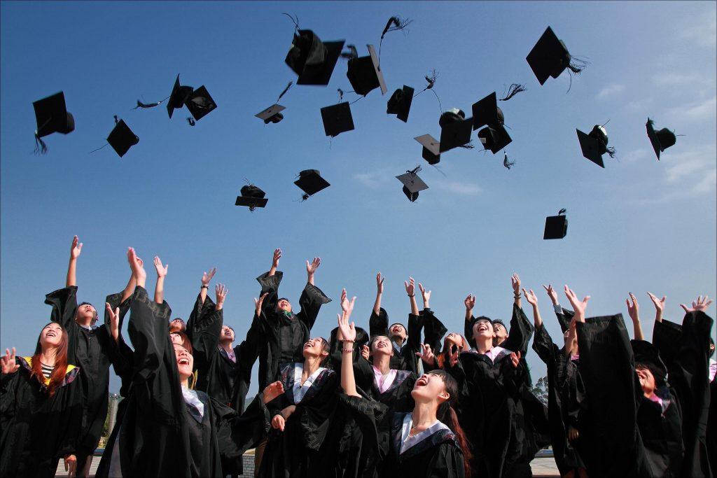 在 温哥华大学 毕业出来的留学生,就算没有 雇主担保移民 ,只要乎合上述条件,也乎合申请 BC省提名 的资格